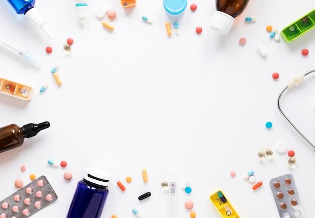 Assortimento vista dall'alto di droga e medicina con spazio di copia Foto Gratuite