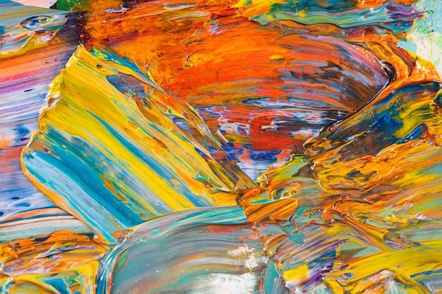 Astrazione luminosa, succosa, multicolore della loro miscelazione di colori ad olio su un primo piano tavolozza. Foto Premium