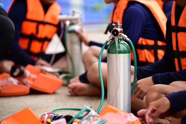 Attrezzatura medica per bombole di ossigeno per il trattamento dell'ipossia Foto Premium