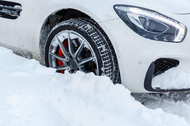 Auto coperte di neve Foto Premium
