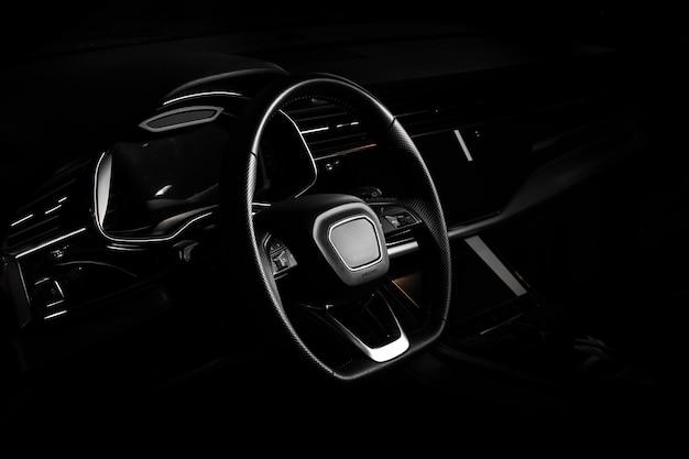 Automobile di suv del primo piano con sport e stile moderno Foto Premium