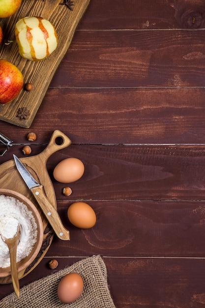 Autumn harvest mele per cuocere torte dolci. sfondo con copyspace Foto Premium