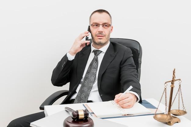 Avvocato che parla Foto Gratuite