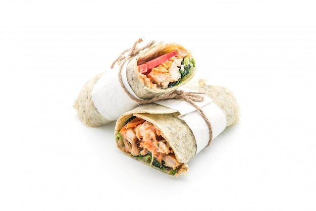 Avvolgere il rotolo di insalata con pollo e spinaci Foto Premium