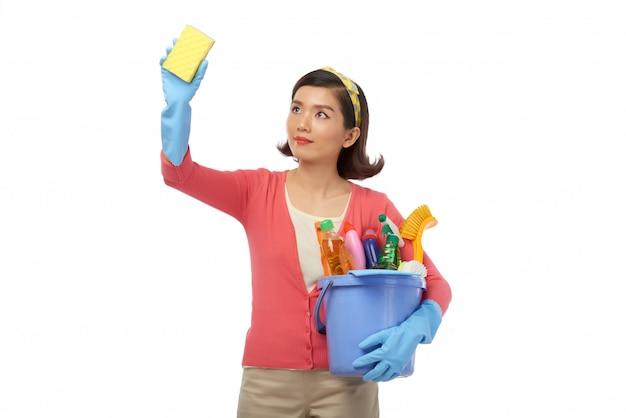 Avvolto nella pulizia della casa Foto Gratuite