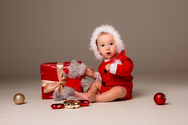 Baby vestito come babbo natale Foto Premium