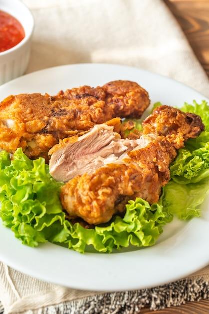 Bacchette di pollo fritto al latticello Foto Premium