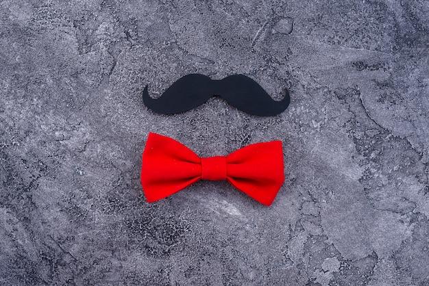 Baffi neri e papillon rosso Foto Gratuite