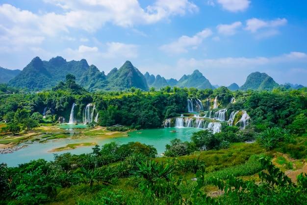 Bagnato vietnam flusso di flusso di montagna rurale Foto Gratuite