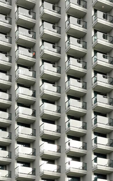 Balconi d'albergo alto Foto Premium