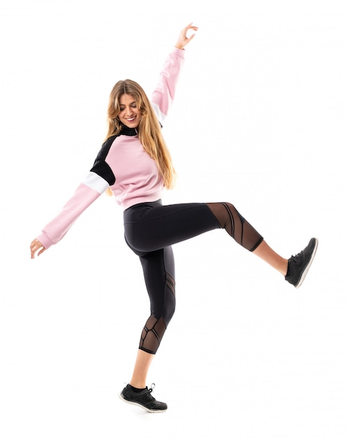 Ballerina urbana che balla sopra bianco isolato Foto Premium