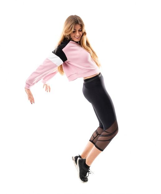 Ballerina urbana che balla sopra il bianco isolato Foto Premium
