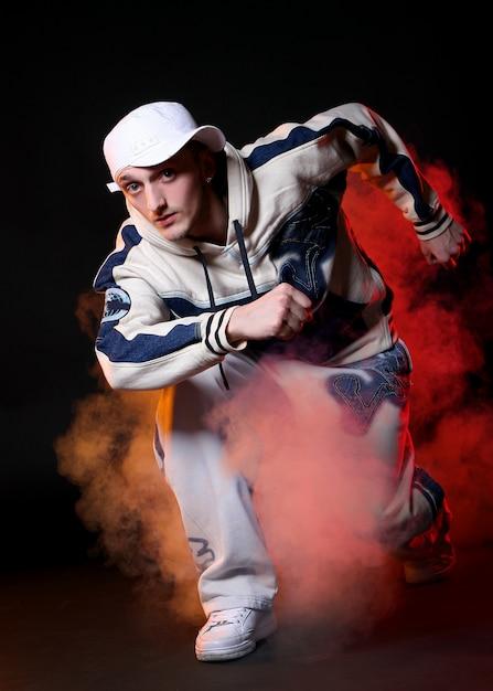 Ballerino hip-hop in ballo Foto Gratuite