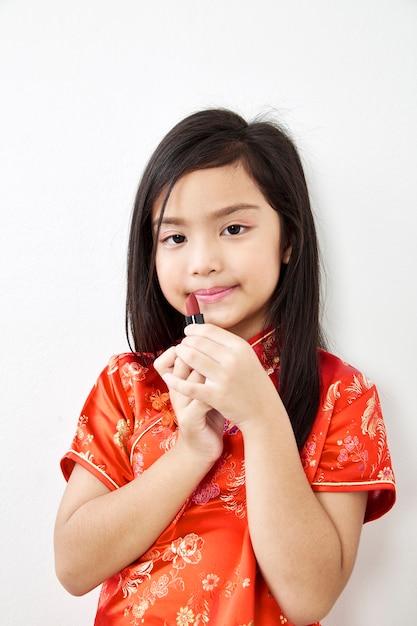 Bambina con rossetto rosso Foto Premium