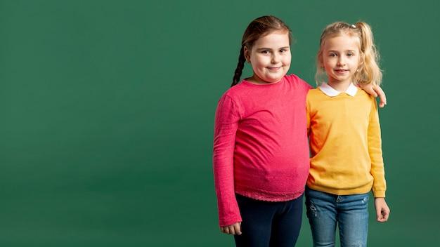 Bambine copia-spazio Foto Gratuite