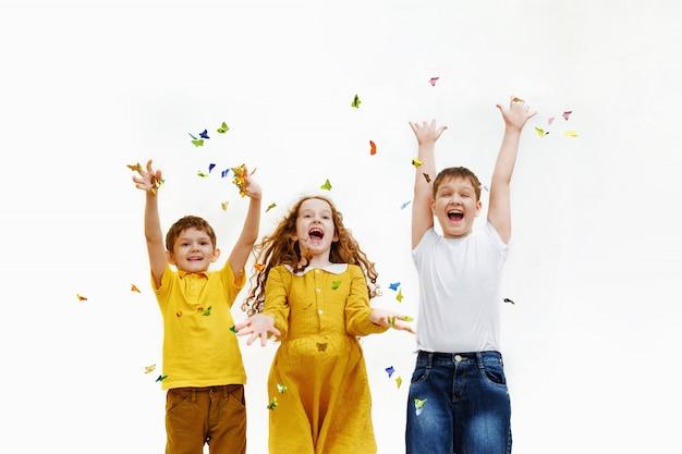 Bambini felici sulla festa di carnevale. Foto Premium