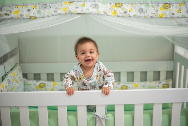 Bambino in culla Foto Premium