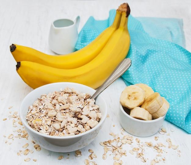 Banana e muesli Foto Premium