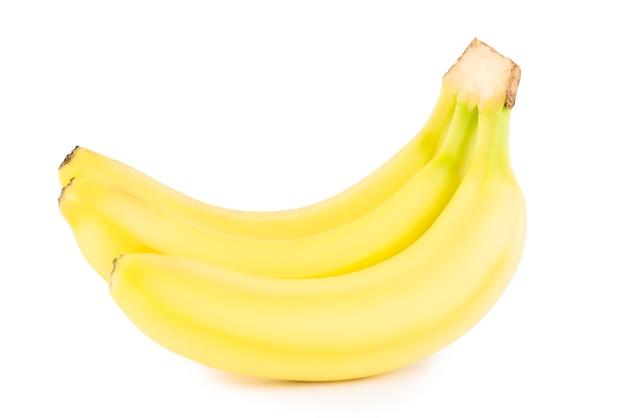 Banane mature su sfondo bianco. banana gialla Foto Premium