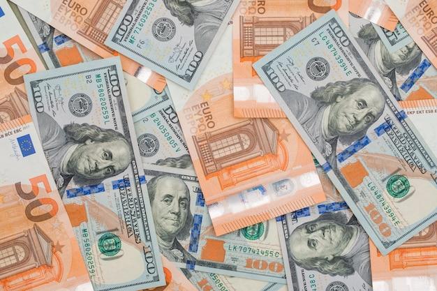 Banconote da un euro e da un dollaro Foto Gratuite