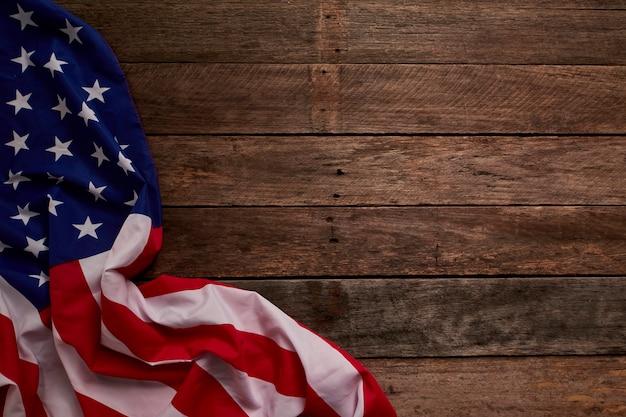 Bandiera americana e tavole di legno Foto Premium