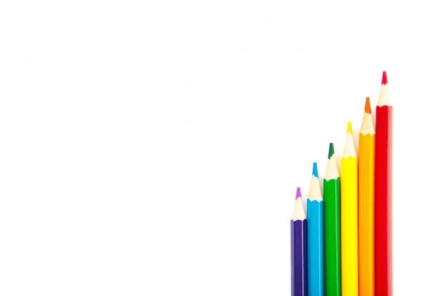 Bandiera arcobaleno orgoglio lgbt fatta di sei matite colorate su bianco Foto Premium