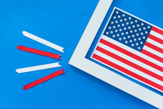 Bandiera degli stati uniti in cornice con strisce bianche e rosse Foto Gratuite