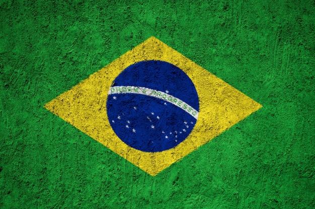 Bandiera del brasile dipinta sulla parete del grunge Foto Premium