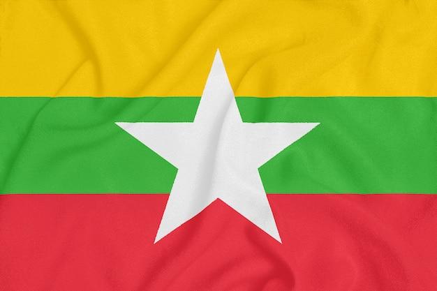 Bandiera del myanmar su tessuto strutturato. Foto Premium