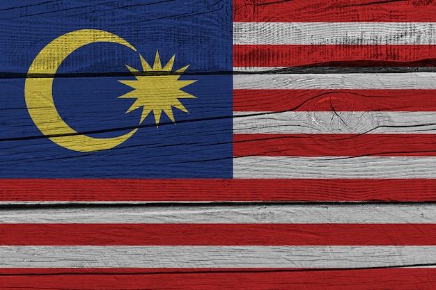 Bandiera della malesia dipinta sulla vecchia plancia di legno Foto Premium