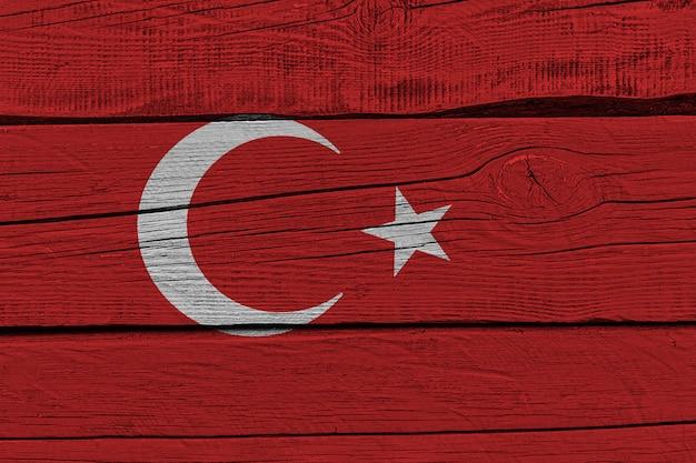 Bandiera della turchia dipinta sulla vecchia plancia di legno Foto Premium