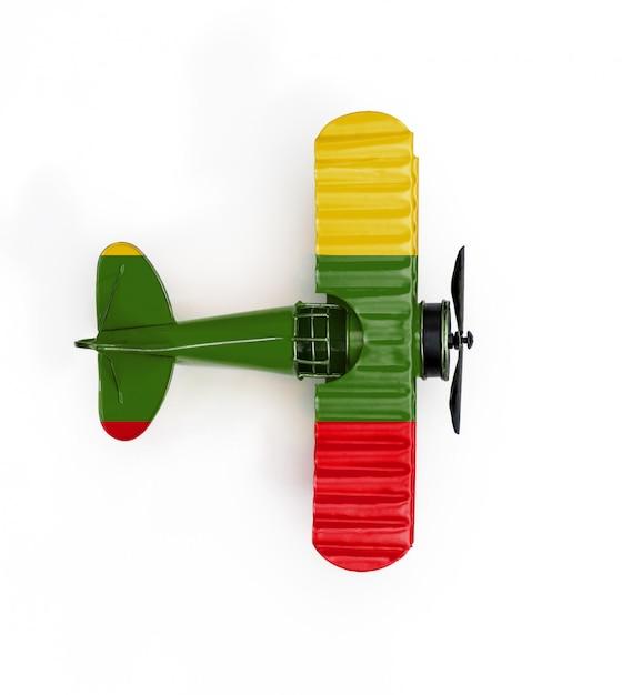 Bandiera nazionale della lituania viaggio aereo giocattolo in metallo isolato su bianco Foto Premium