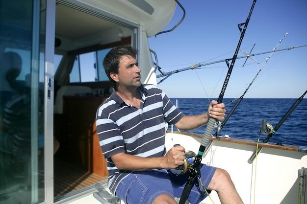 Barca del pescatore dell'acqua salata del gran gioco del pescatore Foto Premium