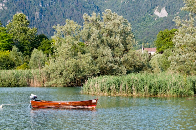 Barca nel lago Foto Gratuite