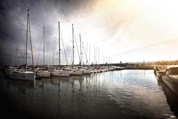 Barche a vela nel porto. Foto Gratuite