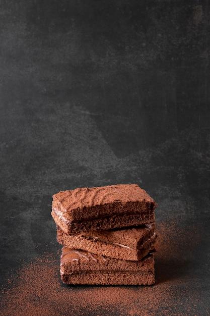 Barrette di cioccolato con cacao in polvere Foto Gratuite