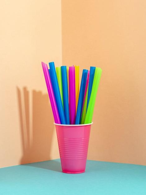 Bastoncini di paglia con colori vivaci misti Foto Gratuite