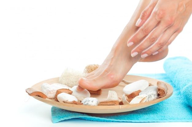 Bei piedi femminili al salone spa Foto Premium