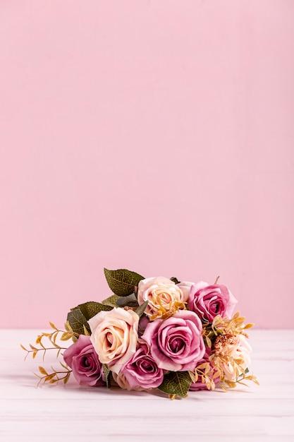 Bel bouquet di rose copia spazio Foto Gratuite