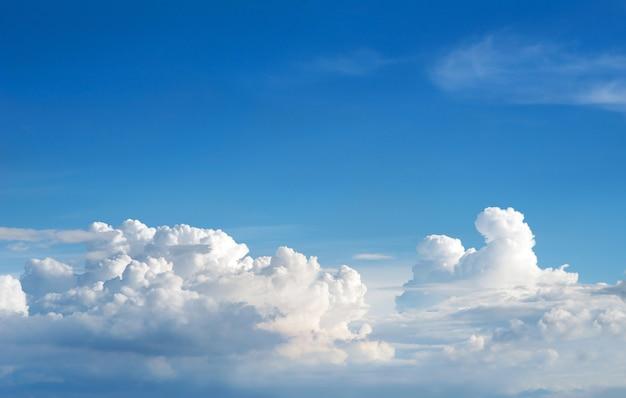 Bel cielo nuvole Foto Premium