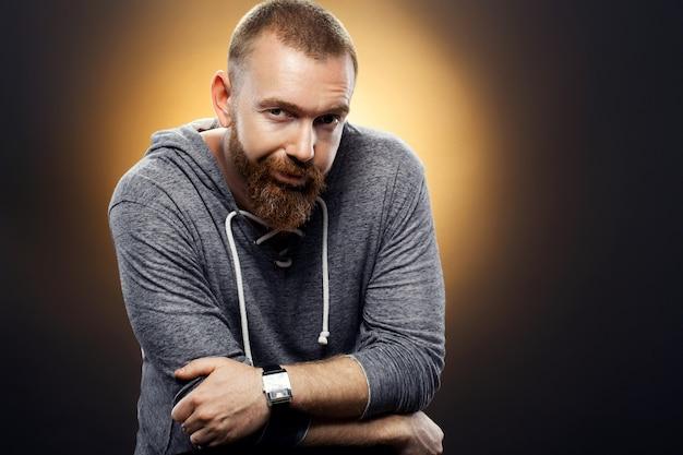 Bell'uomo brutale con la barba Foto Premium