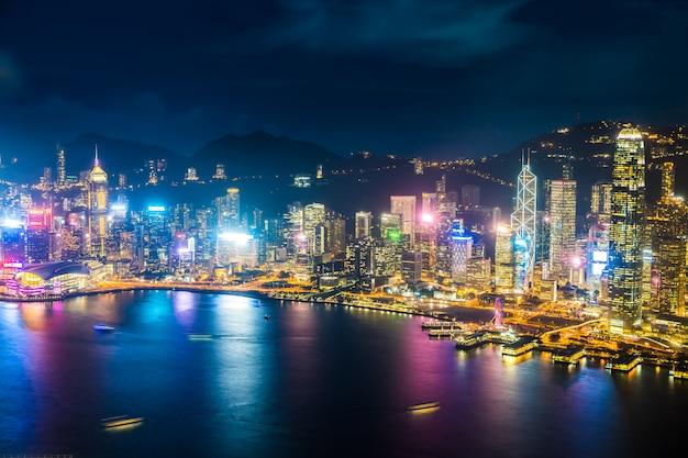 Bella architettura che sviluppa paesaggio urbano esterno dell'orizzonte della città di hong kong Foto Gratuite