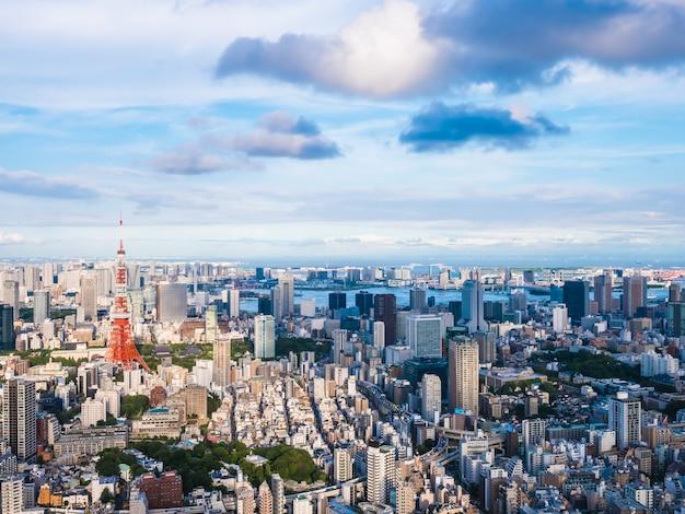 Bella architettura e costruzione intorno alla città di tokyo con la torre di tokyo nel giappone Foto Gratuite