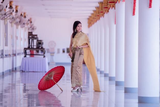 Bella asiatica con espressione gradita. bellezza fantasia donna tailandese. Foto Gratuite