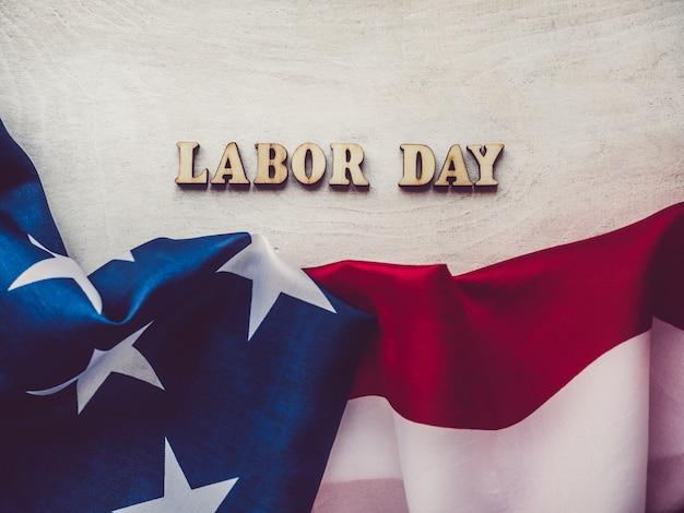 Bella carta con congratulazioni per il labor day Foto Premium