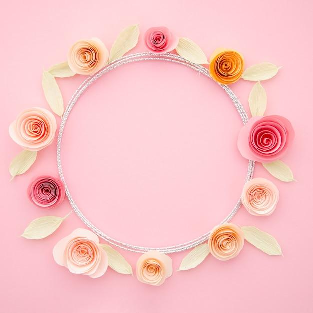 Bella cornice ornamentale con fiori di carta colorata Foto Gratuite