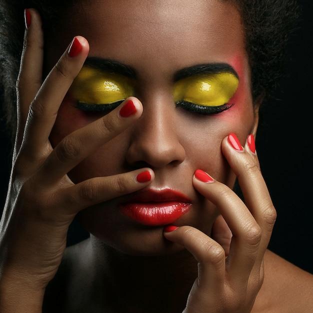 Bella donna afro-americana Foto Gratuite