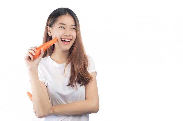 Bella donna asia con un sorriso felice Foto Gratuite
