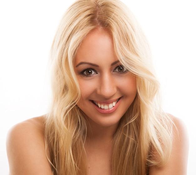 Bella donna bionda con i capelli lunghi Foto Gratuite