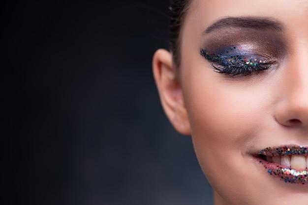 Bella donna con un bel trucco Foto Premium